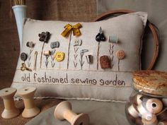 Sewing Pillows Viejo jardín de costura moda almohada estilo casa por PillowCottage - This sewing-themed hand-made muslin needlework pillow is perfect for your craft room, sitting room or living room! Size is approximately Sewing Pillows, Diy Pillows, Decorative Pillows, Throw Pillows, Fabric Crafts, Sewing Crafts, Sewing Projects, Button Art, Button Crafts
