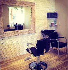 Best Images About Beauty Home Salon Decor Ideas 22 (Best Images About Beauty Home Salon Decor Ideas design ideas and photos Small Hair Salon, Home Hair Salons, In Home Salon, Salon Stations, Styling Stations, Salon Interior Design, Salon Furniture, Cheap Furniture, Salon Style