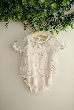Baby Outfits, Kids Outfits, Newborn Baby Girl Dresses, Clothing Photography, Newborn Photography Props, Photography Outfits, Outdoor Photography, Children Photography, Photography Ideas