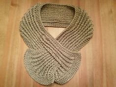 A unique raised rib keyhole scarf which uses the same stitch as my Figure-8 Ribbed Hat but worked flat instead of in the round.