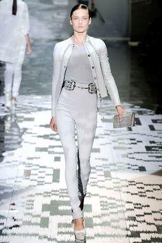 Gucci Spring 2010 Ready-to-Wear Fashion Show - Karmen Pedaru