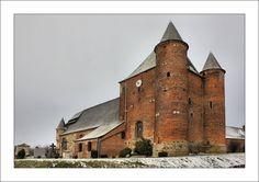 église fortifiée d' Englancourt , Picardie