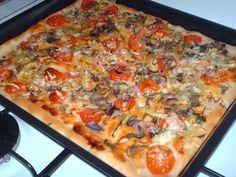 Do mísy prosejte mouku, sůl, přidejte vzešlý kvásek, olej a vlažnou vodu, promíchejte a vypracujte hladké vláčné těsto. Mísu překryjte utěrkou a... Vegetable Pizza, Quiche, Macaroni And Cheese, Toast, Food And Drink, Vegetables, Breakfast, Ethnic Recipes, Hampers