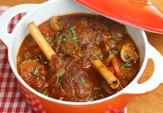 No-Fuss Dinner: Tender Slow Cooker Mushroom Lamb Shanks. Who doesn't love slow cooking yummy lamb shanks? Mixed with mushrooms, garlic and rosemary! Slow Cooker Recipes, Meat Recipes, Pasta Recipes, Crockpot Recipes, Dinner Recipes, Lamb In Crockpot, Recipies, Slow Cooked Lamb, Kale Recipes