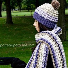 Free crochet pattern for waffle stitch scarf and super scarf designed by pattern-paradise.com #crochet #patternparadisecrochet #scarf #superscarf