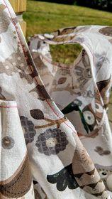muntaipale - kankaita ja ompeluniloa: Kangaskassi muovikassikaavalla Burlap, Toms, Reusable Tote Bags, Sneakers, Bag, Tennis, Slippers, Hessian Fabric, Sneaker