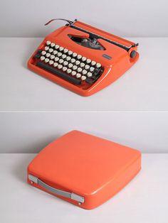 1972 Triumph Adler Tessy Typewriter. Tippa. Pop Orange. Fully working conditon. German vintage typewriter. With Hard Case.