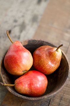 Pears   Bijzonder Spaans Eat Fruit, Fruit And Veg, Fruits And Vegetables, Fresh Fruit, Gazpacho, Red Pear, Fruit Photography, Healthy Fruits, Fruit Trees