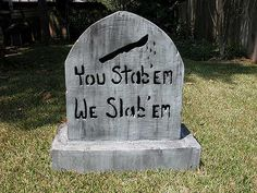 Stabem Tombstone Perhaps its the black knife, or the drops coming from said knife or the words written in black, but this tombstone does not look very peaceful. Hopefully, the person buried here is enjoying a less dramatic afterlife. Holidays Halloween, Scary Halloween, Halloween Crafts, Happy Halloween, Halloween Ideas, Halloween Party, Halloween Wreaths, Halloween Spider, Halloween Costumes
