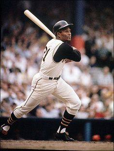 ★ Roberto Clemente: The King of Béisbol Dec. 1972 – Pittsburgh Pirates right fielder Roberto Clemente, when his plane crashed into the ocean en route to Nicaragua to aid earthquake victims. Pittsburgh Pirates Baseball, Pittsburgh Sports, Roberto Clemente, Dodgers, Puerto Rico, Famous Baseball Players, Baseball Pictures, Pirate Pictures, Negro League Baseball