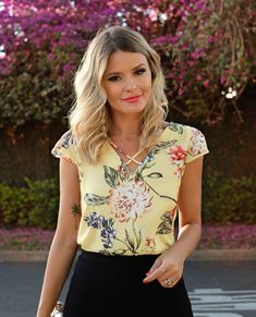 """1,201 curtidas, 18 comentários - DOCE FLOR (@doceflorsp) no Instagram: """"{Lançamento} Details! """" Teen Fashion, Fashion Outfits, Womens Fashion, Classy Outfits, Cool Outfits, Sewing Blouses, Modelos Fashion, Moda Chic, Work Looks"""
