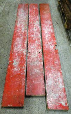 <p>Vintage-Dielen in rot in verschiedenen Längen und Breiten</p>  <p>von 20 bis 27 cm Breite und bis 2,40 m Länge</p>