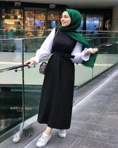 Pin by noor waseem on hijab fashion in 2019 hijab outfit, hijab fas Hijab Style Dress, Modest Fashion Hijab, Modern Hijab Fashion, Street Hijab Fashion, Hijab Fashion Inspiration, Hijab Chic, Hijab Outfit, Muslim Fashion, Fashion Outfits