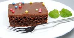 Veldig god, saftig og myk sjokoladekake og helt klart en av barnas favoritter! Server den i barneselskap eller ta med til skoleavslutning... Recipe Boards, Kefir, Egg Free, Sweet Tooth, Food And Drink, Pudding, Baking, Cake, Desserts