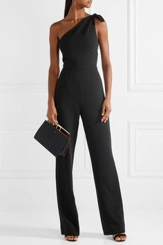 elegant Knotted one-shoulder black crepe jumpsuit Classy Dress, Classy Outfits, Cute Outfits, Looks Chic, Looks Style, Mode Orange, Jumpsuit For Wedding Guest, Black Jumpsuit, Elegant Jumpsuit