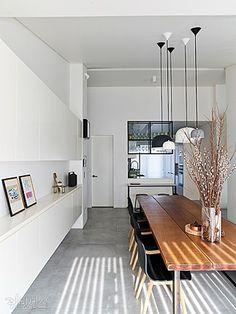 거실 붙박이장 아이디어 Apartment Layout, Apartment Interior, Home Living Room, Interior Design Living Room, Dining Table Pendant Light, Dining Lighting, Style At Home, Industrial Interiors, Dining Room Inspiration