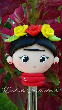 Risultati immagini per frida kahlo en porcelana fria Foam Crafts, Diy And Crafts, Clay Pen, Jumping Clay, Clay Mugs, Clay Figurine, Cute Clay, Fondant Toppers, Cold Porcelain