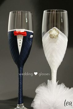 Bride And Groom Glasses, Wedding Wine Glasses, Wedding Champagne Flutes, Wedding Bottles, Champagne Glasses, Marie's Wedding, Wedding Cups, Wedding Crafts, Decorated Wine Glasses