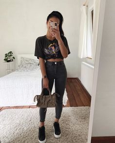 - egirl starter pack - Adore these korean fashion outfits - Basic Outfits, Edgy Outfits, Cute Casual Outfits, Simple Outfits, Fashion Outfits, Hijab Casual, Ootd Hijab, Hijab Outfit, Ootd Fashion