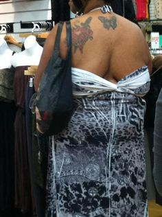 Funny People Of Walmart Pic is her head on backwards Funny Dog Photos, Funny Pictures For Kids, Funny Dog Videos, Funny Kids, Girl Pictures, Funny Images, Silly Photos, Funny Women, Hilarious Pictures