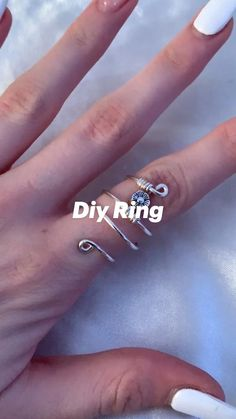 Diy Wire Jewelry Rings, Diy Beaded Rings, Diy Jewelry Unique, Wire Jewelry Designs, Handmade Wire Jewelry, Diy Crafts Jewelry, Diy Rings, Wire Wrapped Jewelry, How To Make Rings