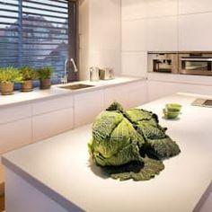 Cozinhas modernas por Pracownie Wnętrz Kodo