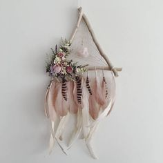 Feather Dreamcatcher Triangle Wandbehang Floral Dreamcatcher Boho Dream Catcher B . Hand Made , Feather Dreamcatcher Dreieck Wandbehang Floral Dreamcatcher Boho Dream Catcher B. Diy And Crafts, Arts And Crafts, Raw Rose Quartz, Deco Floral, Dream Catcher Boho, Dried Flowers, Etsy, Doilies, Craft Projects