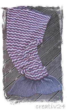 Projekt Meerjungfrau-Decke erfolgreich beendet :-) Throw Pillows, Mermaid Blanket, Young Women, Projects, Gifts, Toss Pillows, Cushions, Decorative Pillows, Decor Pillows
