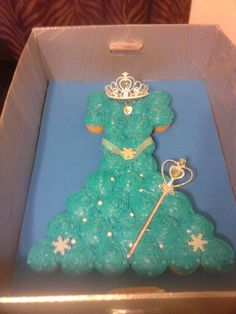Blue frozen dress cupcakes