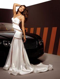 3c99f74b Sensual vestido de novia con transparencias - Foto Alessandro Angelozzi  Facebook Long Skirts For Women,