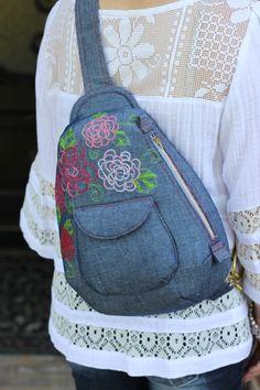 Sew A Bag Cheyenne Rope Bag (Pattern) - Original sewing, bag, Bag Patterns To Sew, Sewing Patterns, Mochila Jeans, Crochet Shell Stitch, Crochet Handbags, Denim Bag, Fabric Bags, Bag Making, Purses And Bags