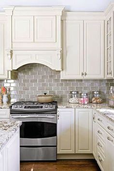to Choose the Right Subway Tile Backsplash: Ideas and More! decorating ideas with subway tile backsplash. Change the grout colour to make the tile popdecorating ideas with subway tile backsplash. Change the grout colour to make the tile pop Country Kitchen Designs, French Country Kitchens, Country French, Country Bathrooms, Kitchen Country, Kitchen Redo, New Kitchen, Kitchen Modern, Kitchen White