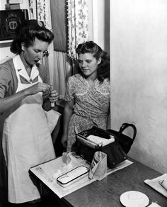 Visiting Nurse Service of New York: 1940s. In her bag, the nurse carries everything she needs. http://www.vnsny.org/about-us/history/