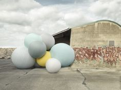 Charles Pétillon has created an art installation called 'Connexions', featuring ten giant balloons, made from Sunbrella fabrics, and installed in Milan's Superstudio space. In a photographic series of images, Pétillon also … Architecture Design, Concrete Architecture, Street Installation, Artistic Installation, Charles Petillon, Giant Balloons, Reportage Photo, Space Gallery, Art Gallery