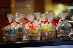 Mobile cupcakes- love it! Great for classroom parties!