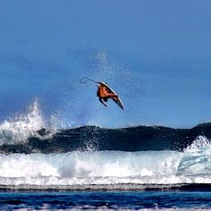 Small Cloudbreak forth. Rider: Jeremy Flores #EnjoyTheBoardshorts #quiksilver