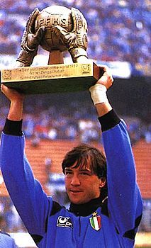 LUV LUV LUV this trophy!    Un campione del mondo di calcio come te eletto per molti a