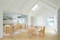Küche...Holz & weiß...Einfamilienhaus in Japan