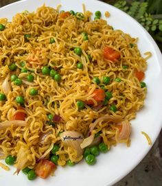Indian Foods, Indian Food Recipes, Ethnic Recipes, Maggi Recipes, Chai Recipe, Snap Food, Vegetable Noodles, Potato Chip, Food Cravings