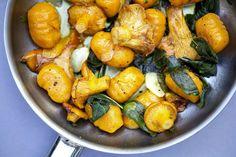 Deze pompoen gnocchi met truffel is om je vingers bij af te likken! Het is een lekker makkelijk recept die iedereen kan maken!