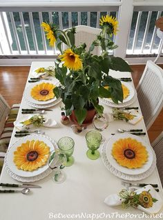 9 Creative Tricks Can Change Your Life: Red Kitchen Decor Grey red kitchen decor wall.Kitchen Decor On A Budget Granite. Sunflower Themed Kitchen, Sunflower Centerpieces, Tall Centerpiece, Beautiful Table Settings, Summer Kitchen, Red Kitchen, Deco Table, Decoration Table, Place Settings