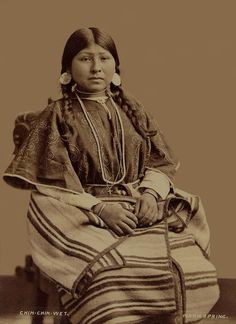:::::::::: Antique Photograph :::::::::: Alone aka Chin Chin Wet - Wife of Wey-a-tat-han - Warm Springs 1877
