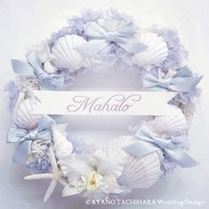Beach themed chair back wreath decor. Cruise Wedding, Diy Wedding, Coastal Wreath, Welcome Wreath, Shell Crafts, Summer Wreath, Wedding Images, Flower Cards, Wedding Bouquets