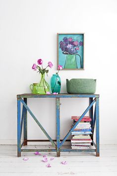 Factory table - blue - green - flowers - magazines VTwonen inspiration