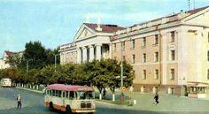 Дворец пионеров и школьников, 1970 г. Arrow Of Time, Mansions, House Styles, Home, Manor Houses, Villas, Ad Home, Mansion, Homes