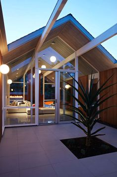 42662f68d3a0 Fabulous Mid-Century Homes With A Cool Design