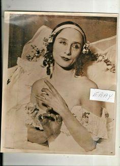 ANNA PAVLOVA  VINTAGE PHOTO ,REHEARSAL IN PARIS Vic Reeves, Anna Pavlova, Vintage Photos, Dancing, Ballet, Bows, Statue, Paris, Beautiful