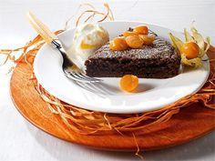 Pehmeä suklaakakku on mehevä ja herkullinen leivonnainen. Tarjoa kakun kanssa pehmeäksi vaahdoksi vatkattua kermaa tai vaniljajäätelöä sekä tuoreita hedelmiä.