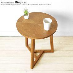 個性的なデザインのサイドテーブル。直径40cm アッシュ無垢材 アッシュ材 矢羽根張り チェリー色 レトロモダン サイドテーブル 円形 丸テーブル RING-ST