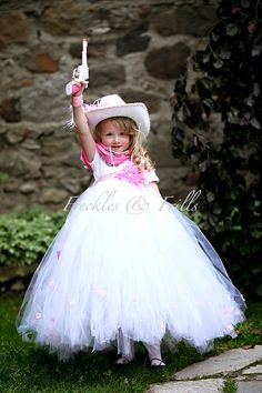 Little cow girl Cowgirl Tutu, Rodeo Cowgirl, Cowgirl Outfits, Cowgirl Halloween Costume, Halloween Costumes For Girls, Halloween Kids, Tulle Hair Bows, Tulle Tutu, Cowgirl Party Favors